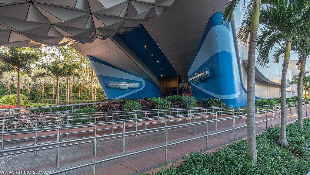Eingang zu Spaceship Earth